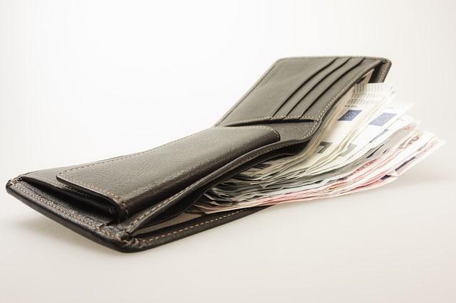Nak simpan banyak duit, walaupun baru mula bekerja? Ini strategi khas untuk anda