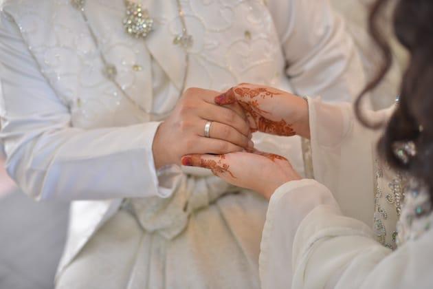 Ajar pasangan anda 7 ilmu kewangan ini sebelum kahwin