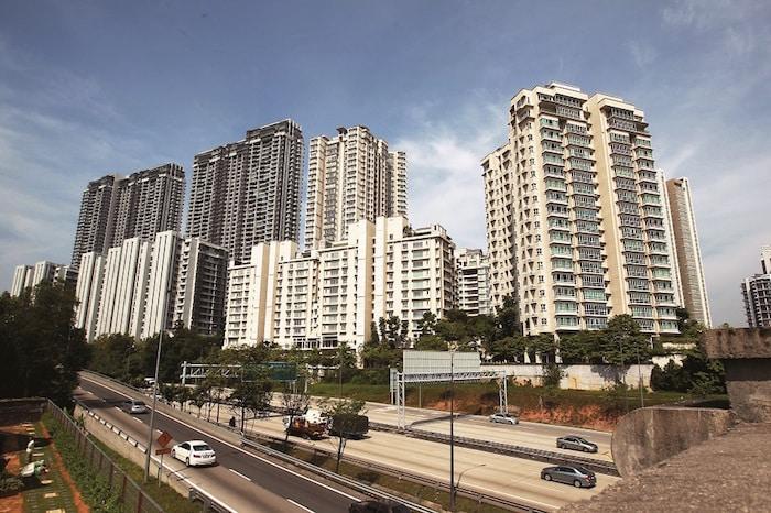 """Patut beli sebiji rumah RM700K, atau 2 rumah RM350K?"""